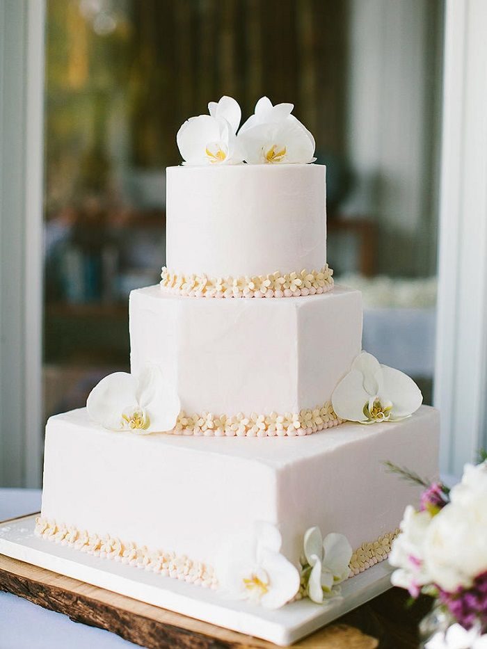 White wedding cake design in different shapes | fabmood.com #weddingcake #moderncake #whiteweddingcake