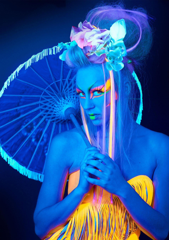 Glow stick party #glowstickcampingidea in 2020 | Black ...