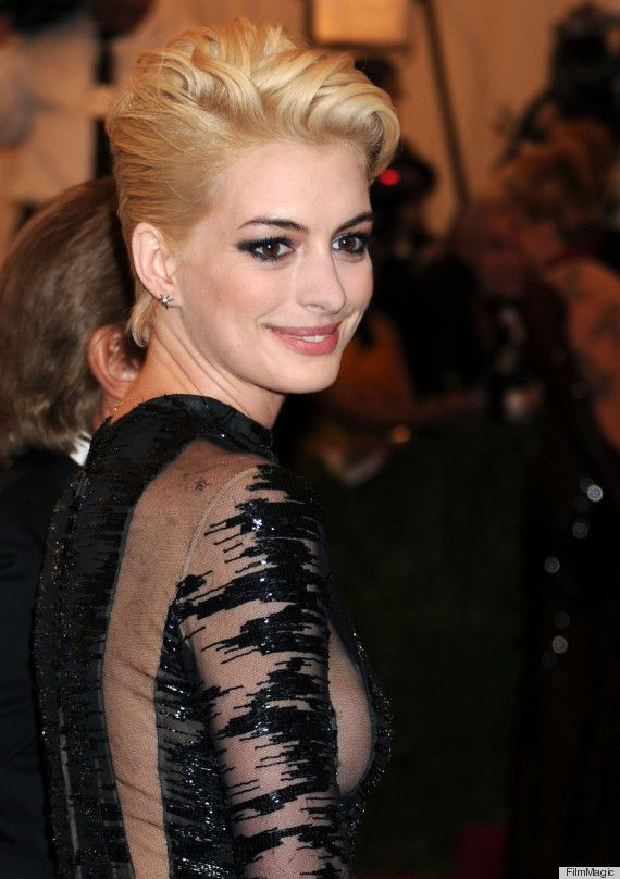 S With Pixie Cuts Tumblr Anne Hathaway Blonde Hair Has Taken An Interesting Turn Photos
