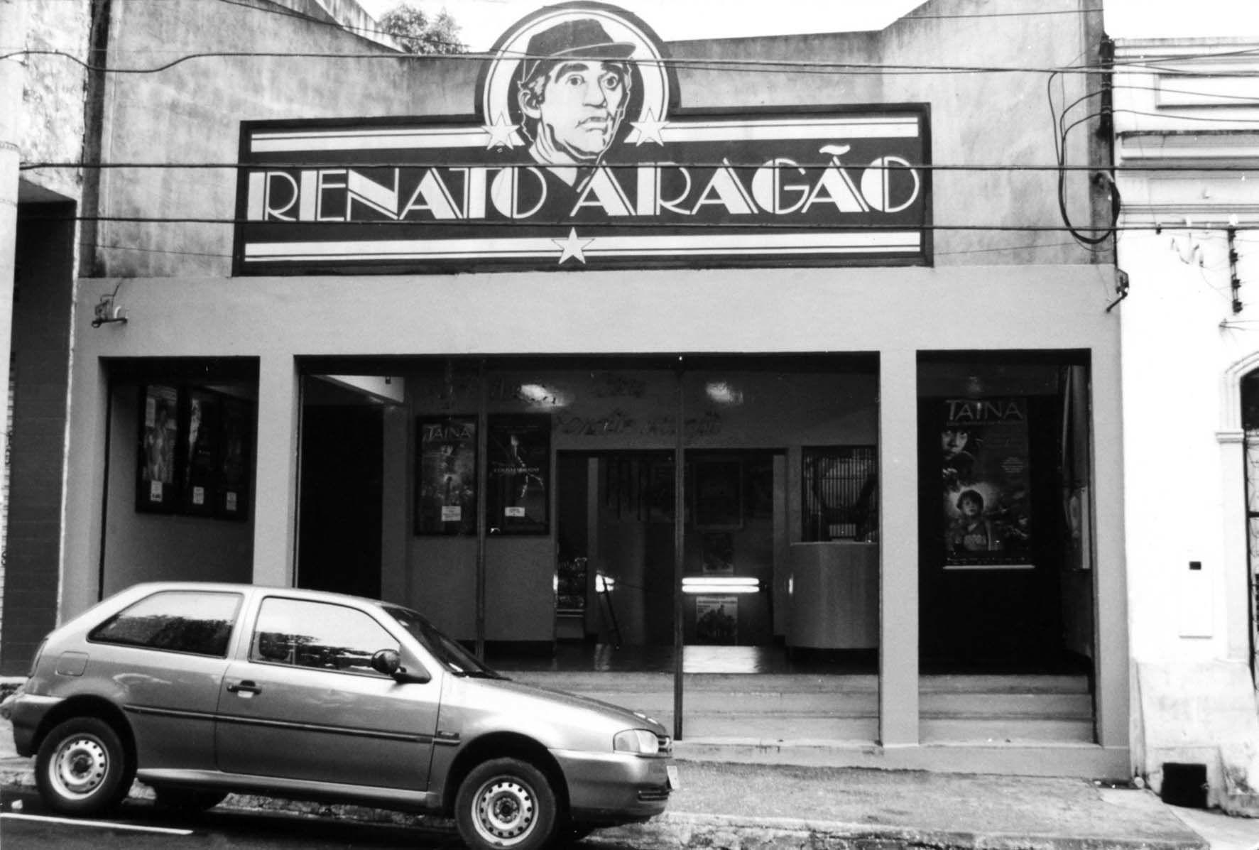 CINE RENATO ARAGÃO, EM 2000 Vista da fachada principal do Cine Renato Aragão,  em 2000. Acervo: Jornal do Commercio.