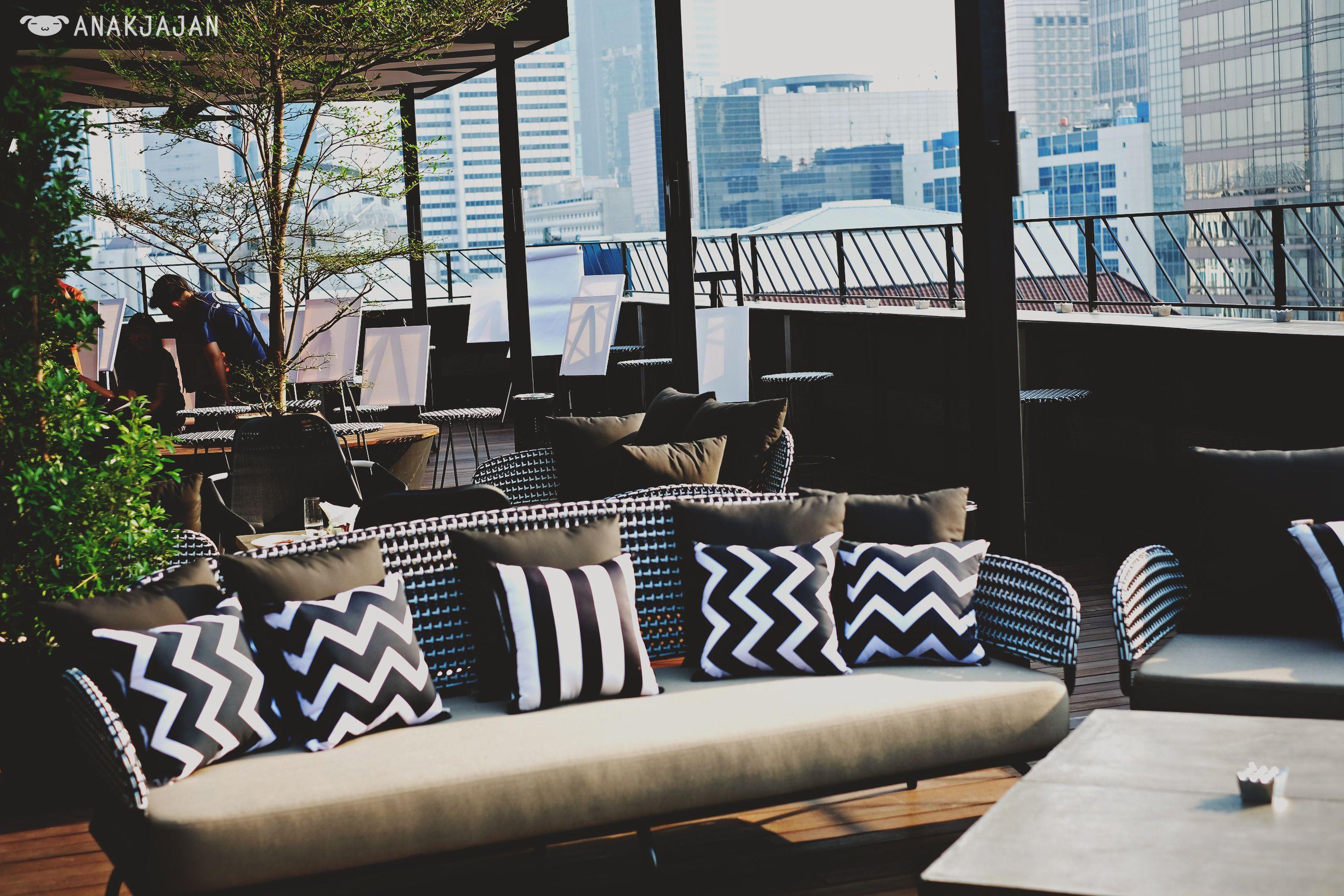 10 Rooftop Bar Keren Di Jakarta