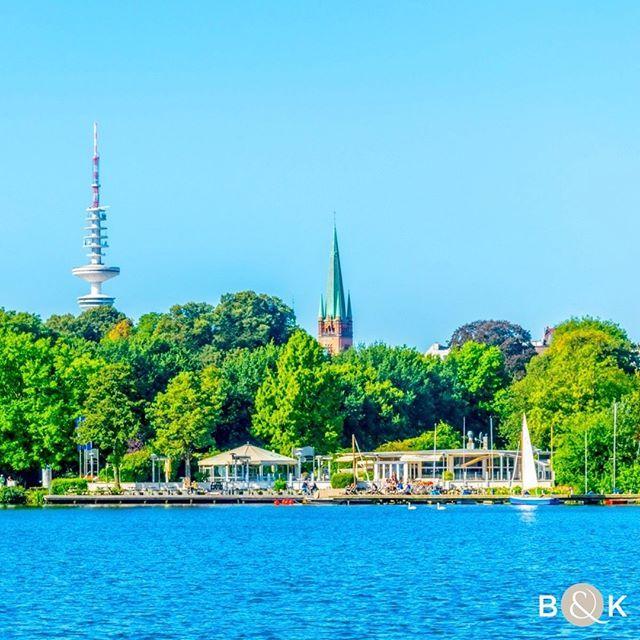 Hamburg! Traumhafter Blick von der Alster auf den Fernsehturm.⠀ .⠀⠀ .⠀⠀ .⠀⠀ #alster #elbe #hamburg #elbe_river #hamburg_de #hamburg #hamburg_city_of_dreams #hamburgcity #hamburgahoi #hamburgblogger #hamburgliebe #hamburgmeineperle #hamburgfotografiert #buchenkoob #finestrelaestate #luxurylisting #luxusimmobilien #immobilien #luxuryrealestate #luxusimmobilienmakler #buchenkoob #realestateagent #realestate #welovehamburg