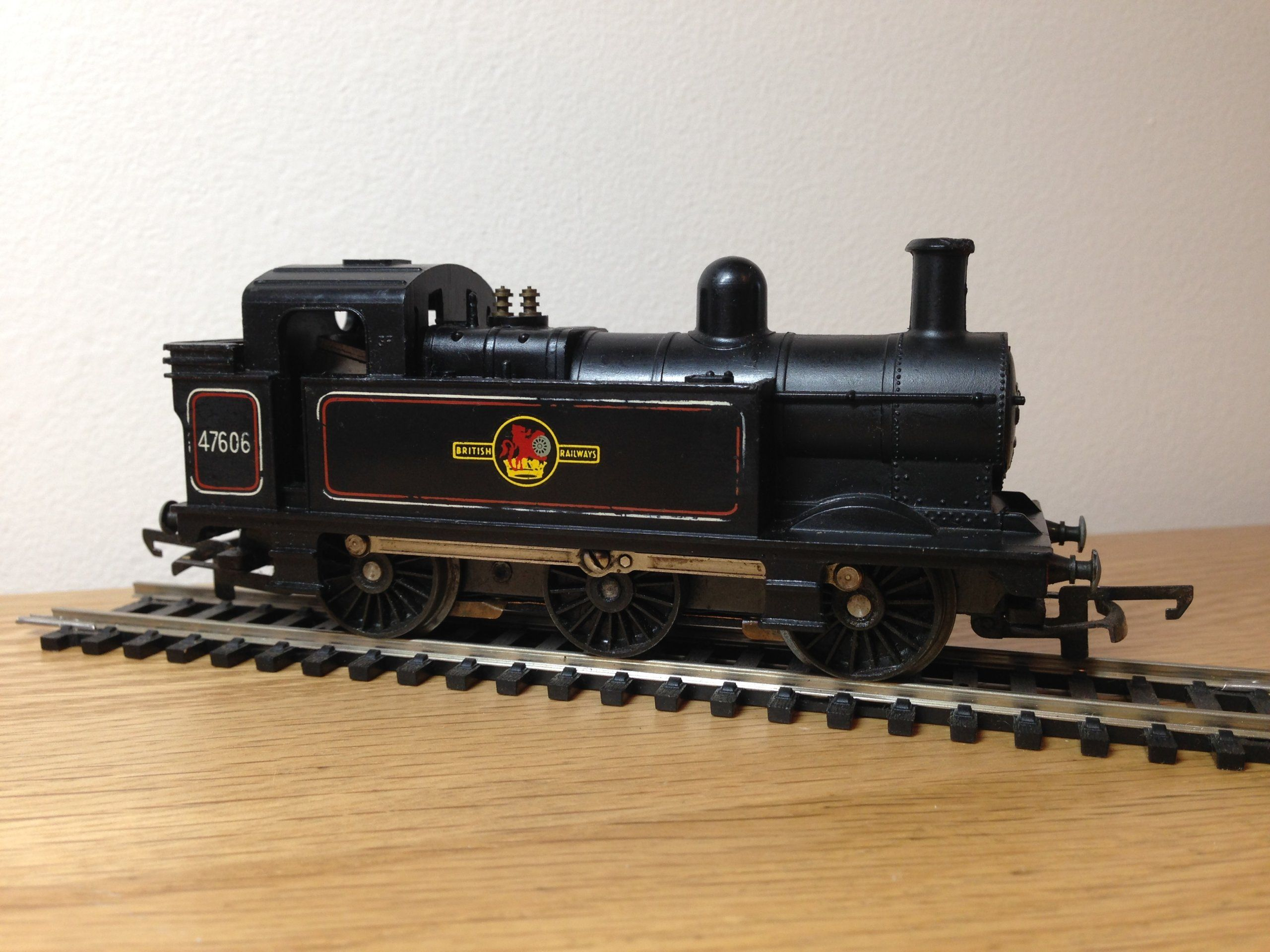 Hornby R52S Class 3F 47606 in BR Lokomotiva H0/00 (6844602562) - Aukro