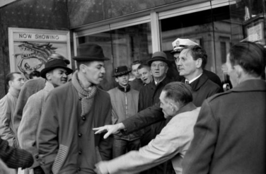 I neri non sono ammessi nel teatro 1961 - Henry Cartier-Bresson