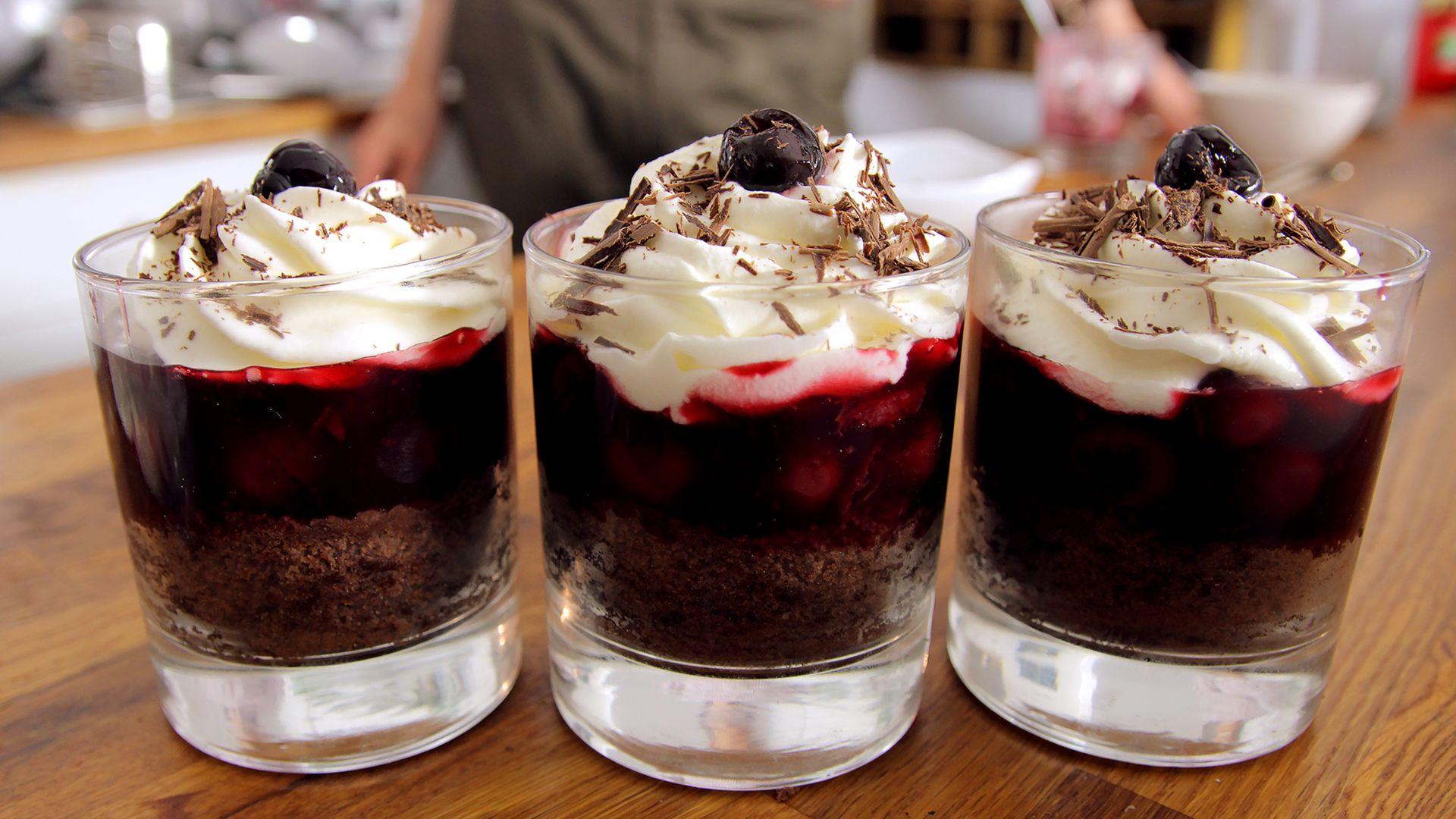 Schwarzwälder Kirschtorte im Glas Rezept als Back-Video zum selber machen! Ganz einfach Schritt für Schritt erklärt!