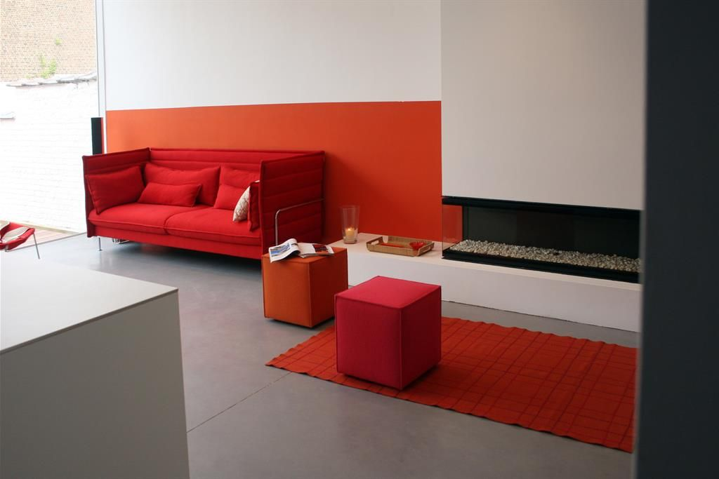 Modern and red living room with a very minimalistic style salon
