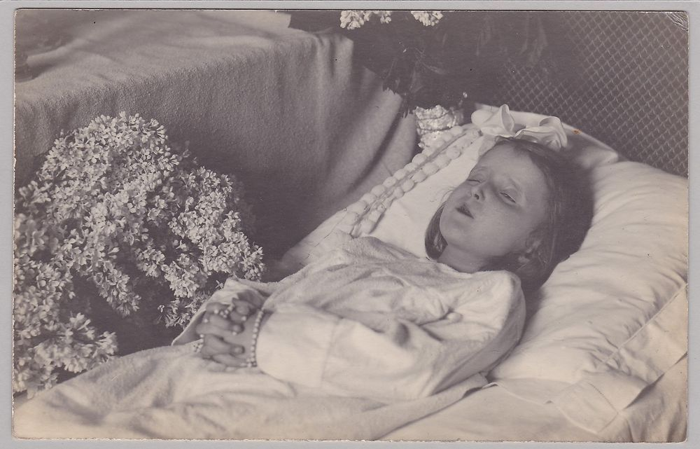 Antique Post-Mortem Photograph Of Little Girl - Mourning - Funeral - Child