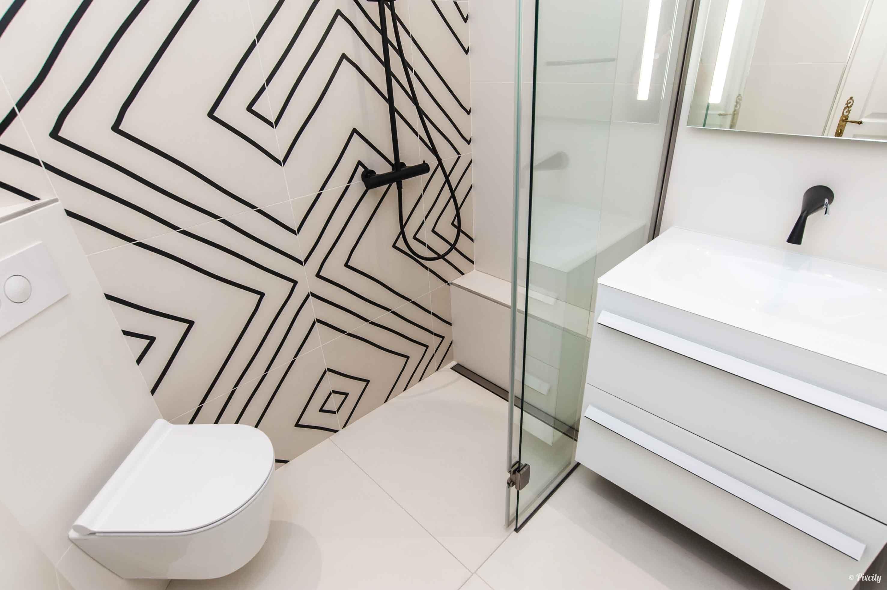 Petite Salle De Bain De 2 5m2 Small Bathroom Remodel Home Decor Decals Small Remodel