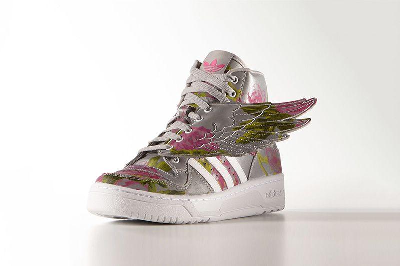 best loved 428ee b4eab 讓玫瑰躍上那片銀海:adidas Originals x Jeremy Scott 「Floral」