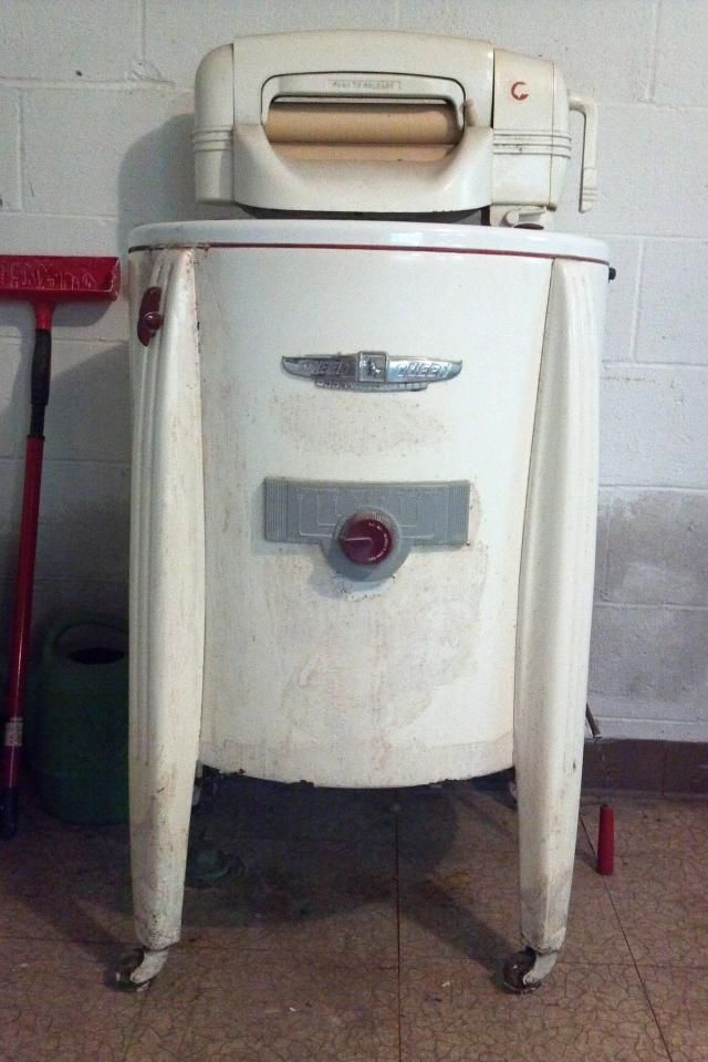 Circa 1950 S Speed Queen Wringer Washer My Sister Found Me One Of These It Even Came With All Its Original Paper Wringer Washer Wringer Old Washing Machine