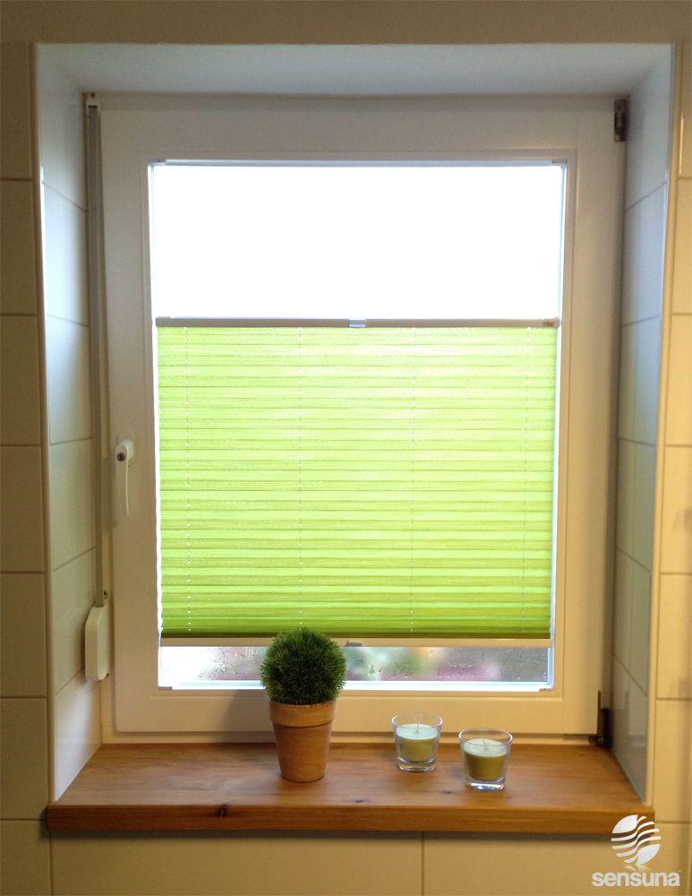 Grner Farbtupfer im Badezimmer  mit einem Sichtschutz Plissee Rollo nach individuellem Ma