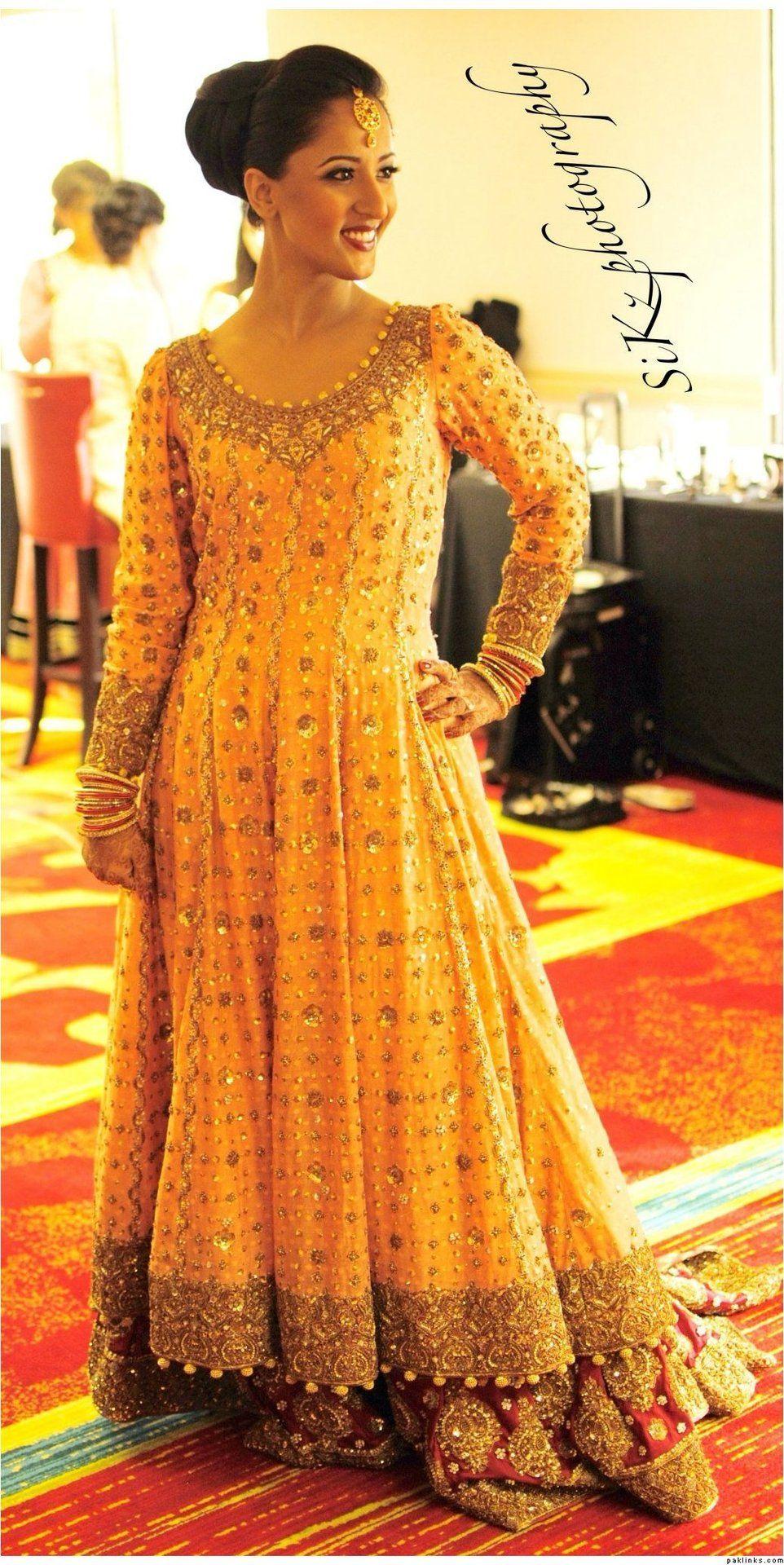 beautiful yellow dress for mayun pakistani bride