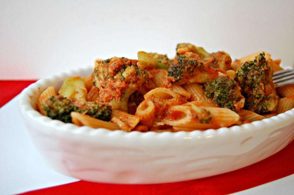 PASTA CON BROCCOLI E TONNO ricetta facile e veloce. Gustosa e saporita. Piacerà a tutti, grandi e piccini. Ricca di verdure è un piatto che fa bene a tutti.