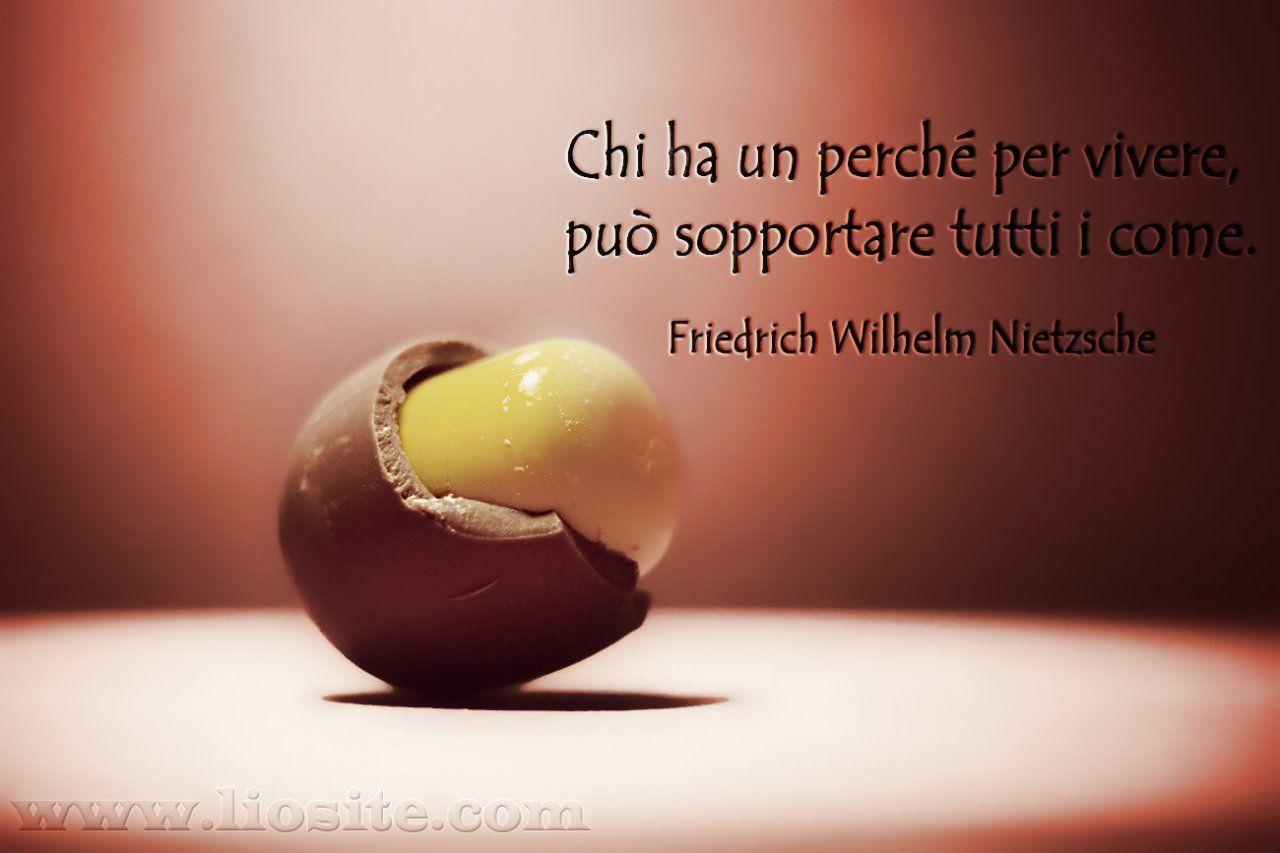 Nietzsche - Chi ha un perché ..  Una delle più grandi verità! Non sono le difficoltà a farti crollare, ma l'assenza di motivazioni.  Provato e testato sulla mia pelle :-(  #Nietzsche, #motivazioni, #sopportare, #vivere, #vita, #liosite, #citazioniItaliane, #frasibelle, #ItalianQuotes, #Sensodellavita, #perledisaggezza, #perledacondividere,