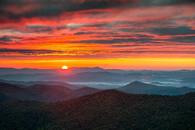 Blue Ridge Mountains Sunrise Landscape Photography Asheville Nc Sunrise Landscape Landscape Photography Sunrise Mountain