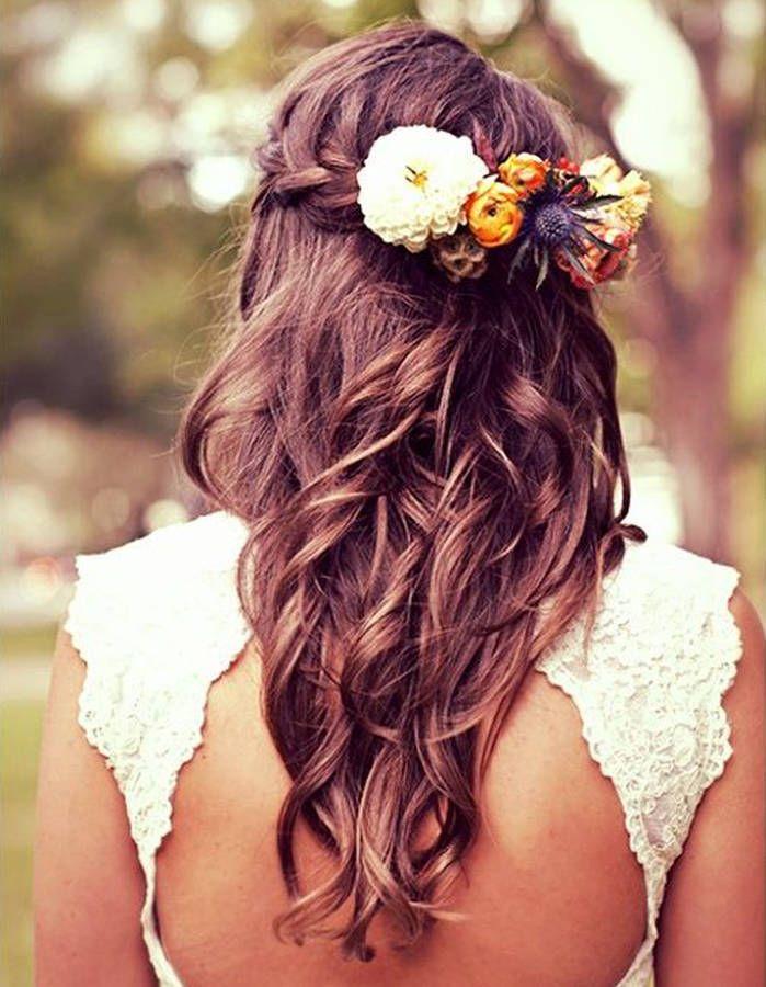 des fleurs dans des cheveux tressés - des fleurs dans les