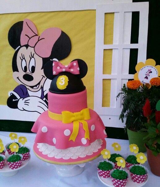 Minnie Mouse Garden Birthday Cake and Cupcakes   Garden ...