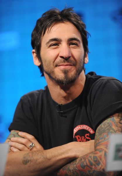 1a29d6e2226 I  Shelly  have decided that Sully Erna is totes adorbs.