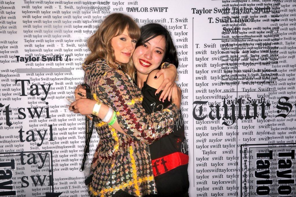 Pin By Catalina On Taylor Swift Reputation Taylor Swift Taylor Alison Swift Meet And Greet Poses