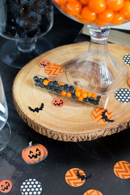 HOW TO STYLE A VINTAGE DIY SPOOKY HALLOWEEN CANDY BAR Halloween