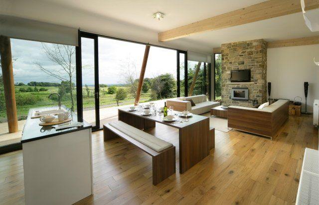 maison aire ouverte avec salon salle manger et cuisine