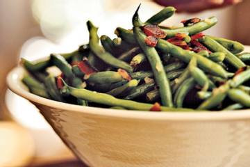 Add a bit of rice or quinoa for a complete lunch!  Green Beans with Bacon and Shallots