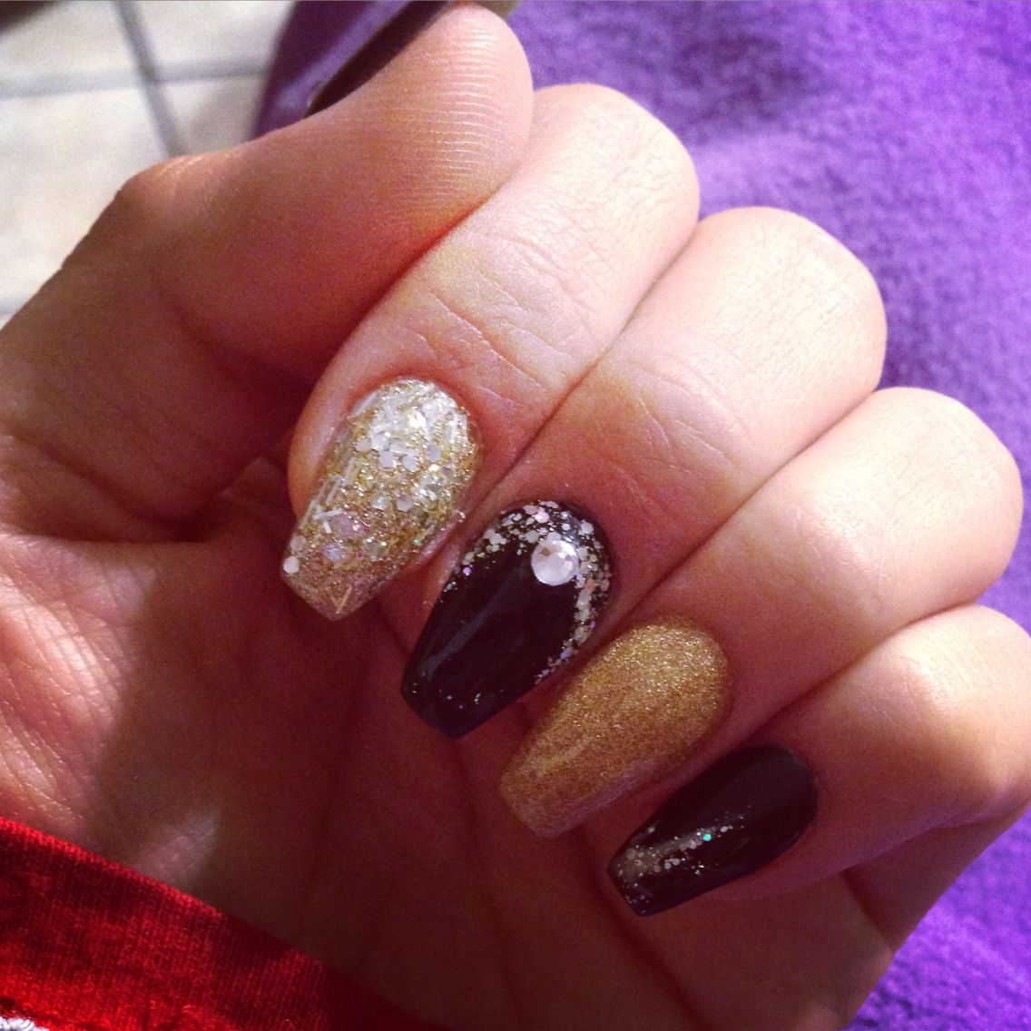 Nails for new year celebration  black&gold