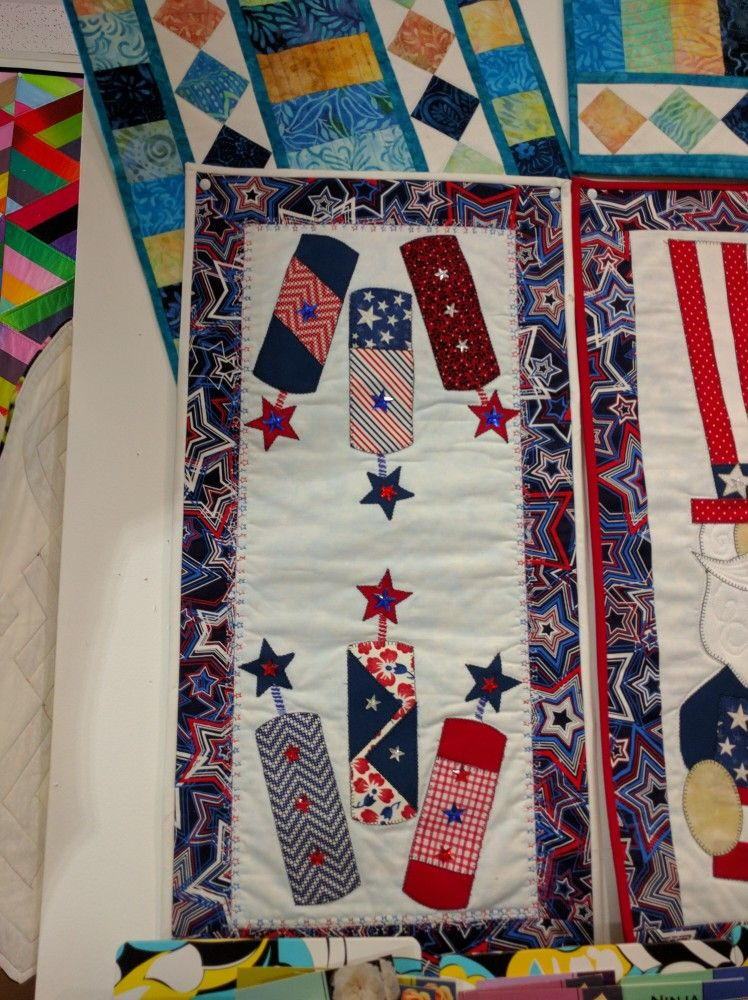 Pin By Freddie On Quilting Patriotic Quilts Picture Quilts