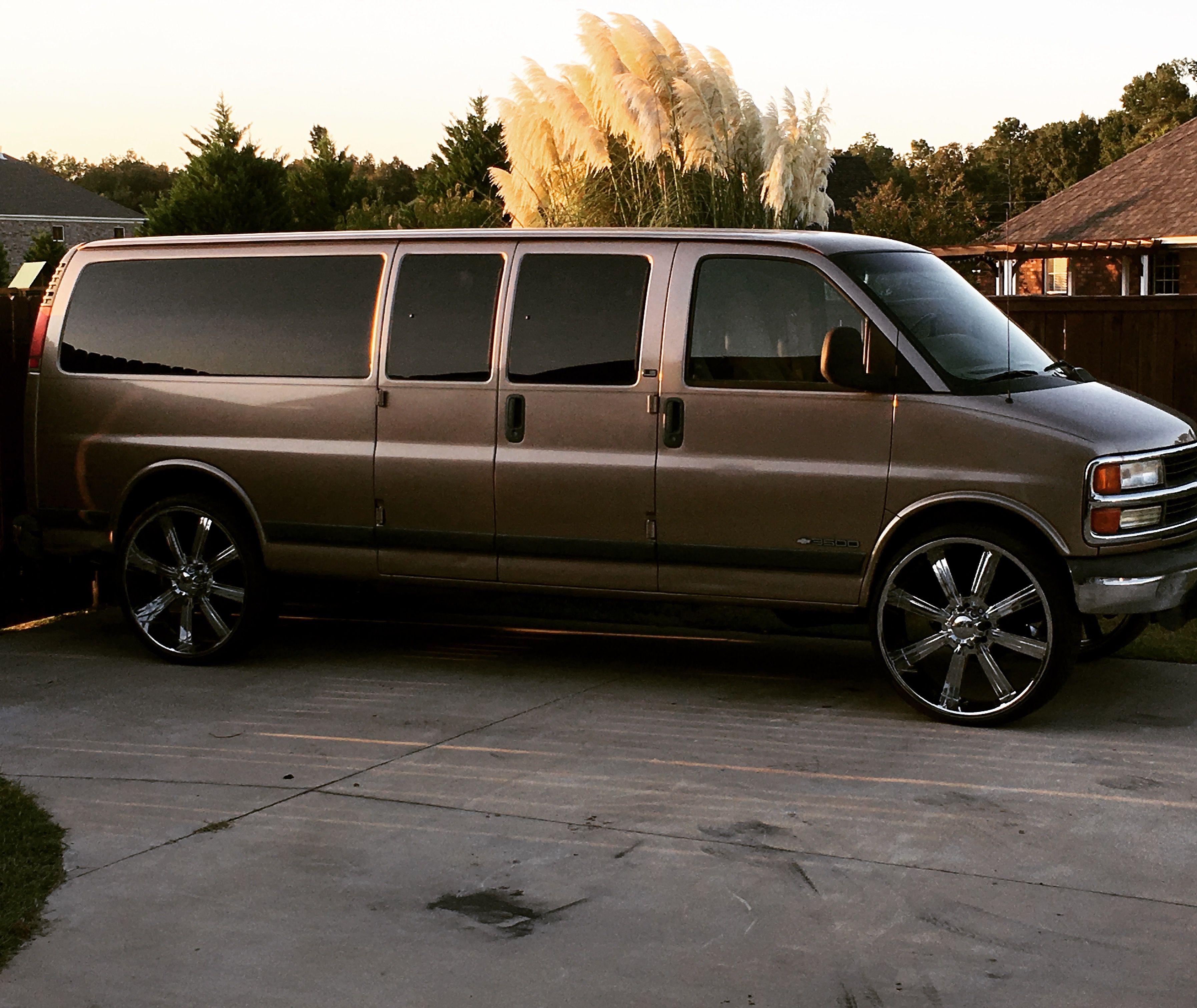 Chevrolet Chevy Express 3500 On 28s 28 Wheels Chevy Express Chevrolet Chevy