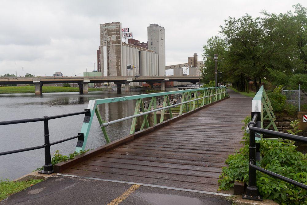 Image issue du site Web http://cityphile.com/photo/wp-content/uploads/2011/08/Lachine-Canal-Bike-Path-62331.jpg
