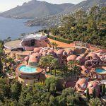 Une villa très originale mais surtout très chère est à vendre dans le Sud de la France. Découvrez à qui elle appartient et combien elle vaut sans plus attendre !