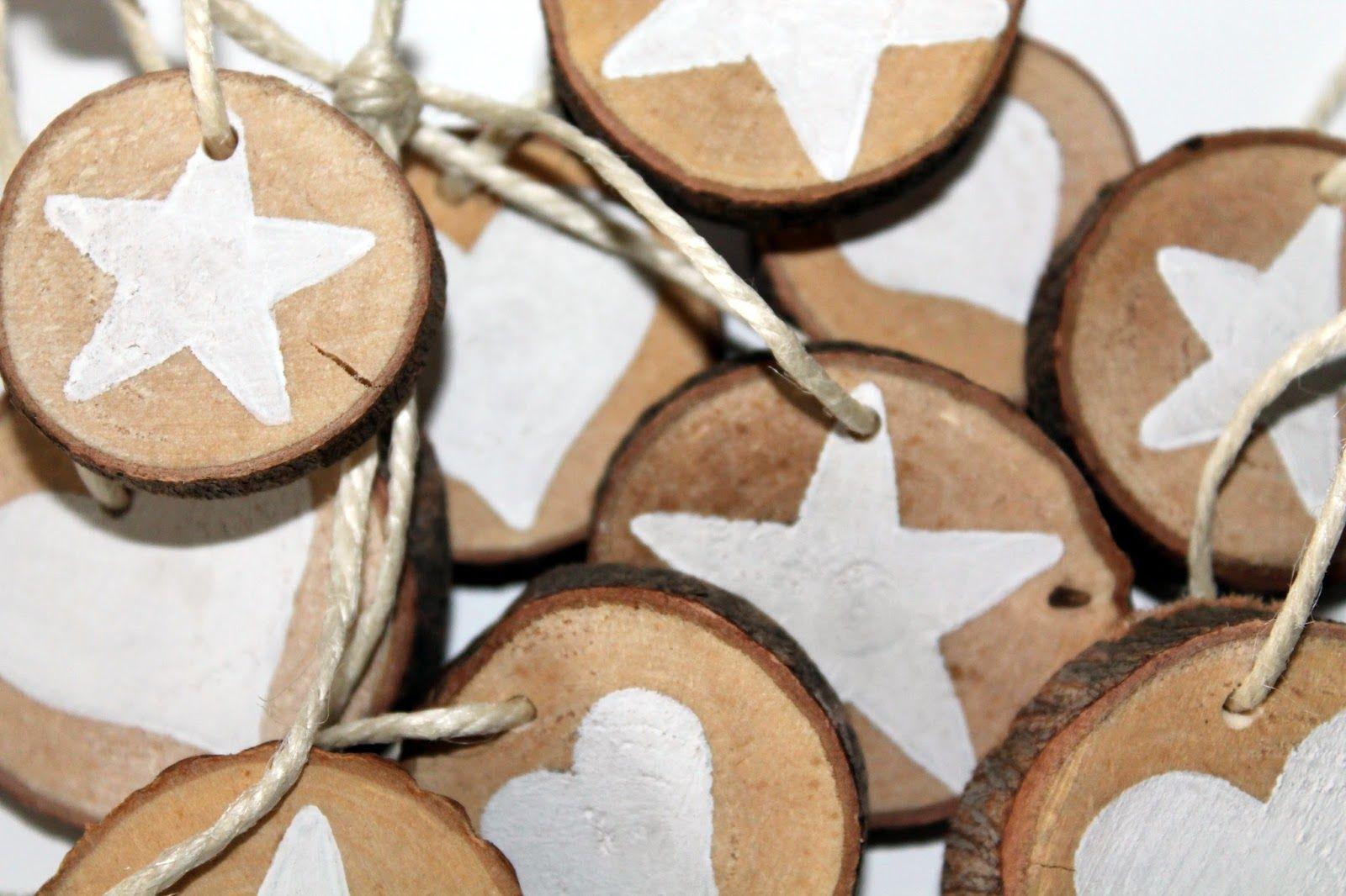 DIY Holzscheiben Stern und Herz als Adventsanhänger selber machen #holzscheibendeko