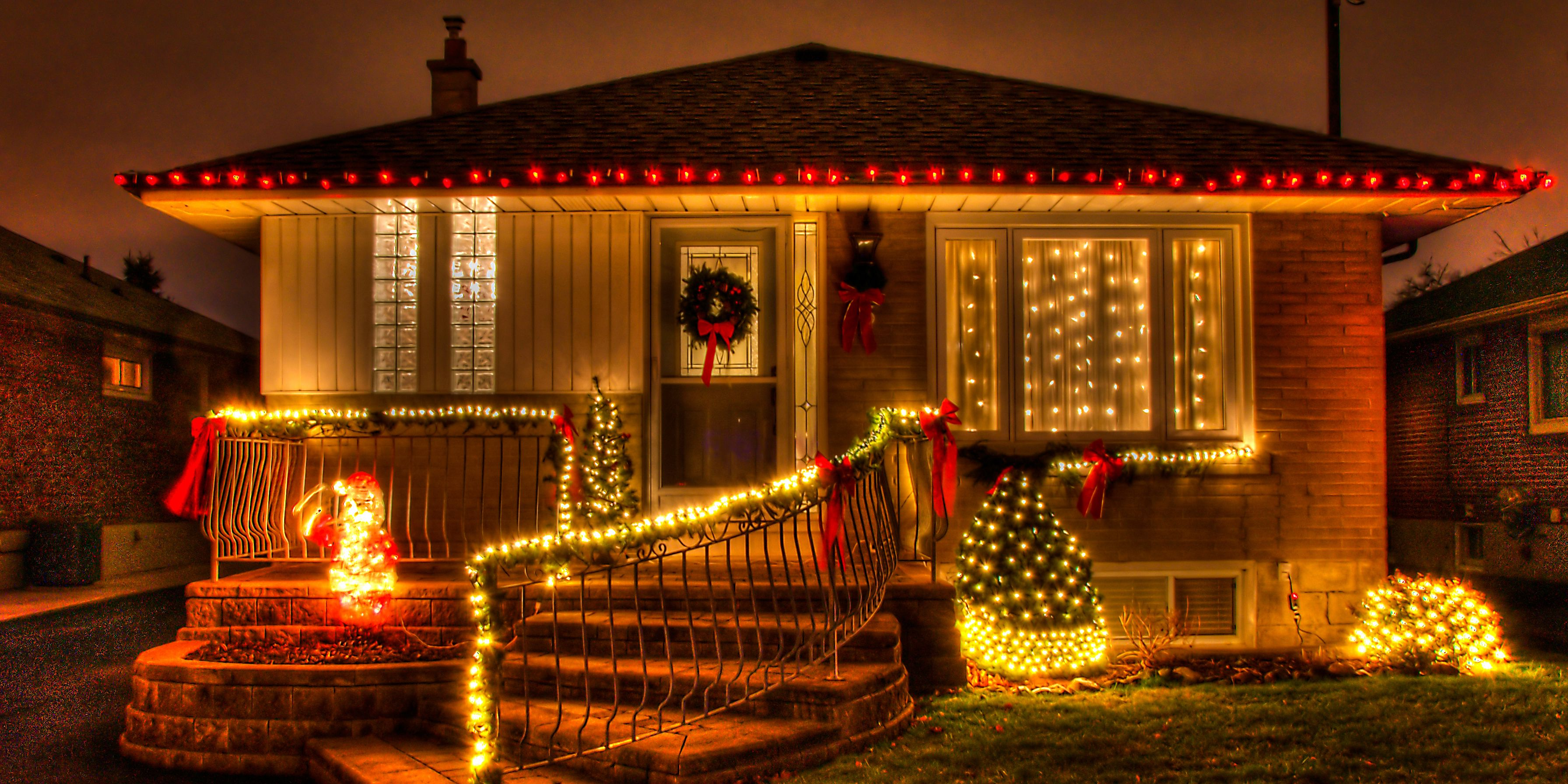 15 Outdoor Christmas Lights That Will Totally Outdo Your