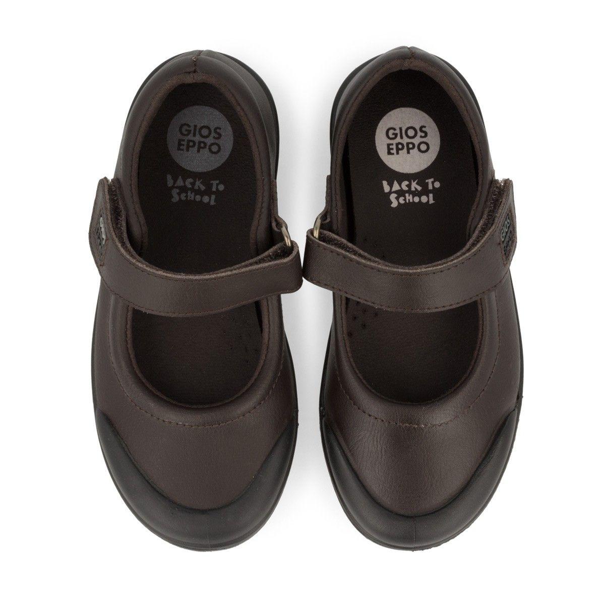2fa40bc7 Zapatos colegiales de niña tipo bailarina en marrón de Gioseppo Kids. Corte  en piel y forro en tejido absorbente y termorregulador.