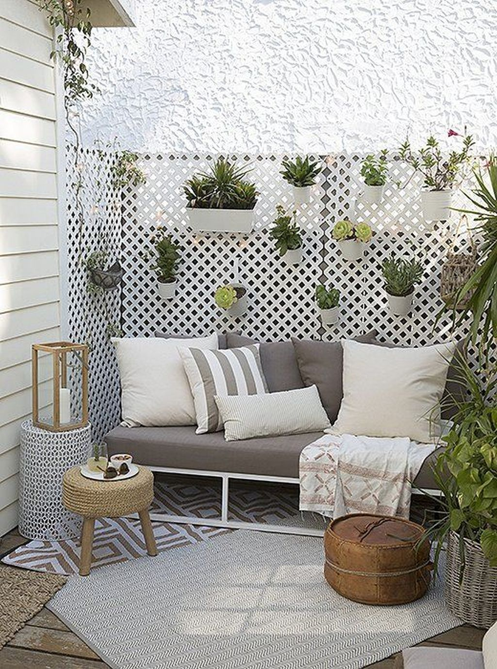 45 Fantastic Small Patio On Backyard Ideas - HOMEWOWDECOR
