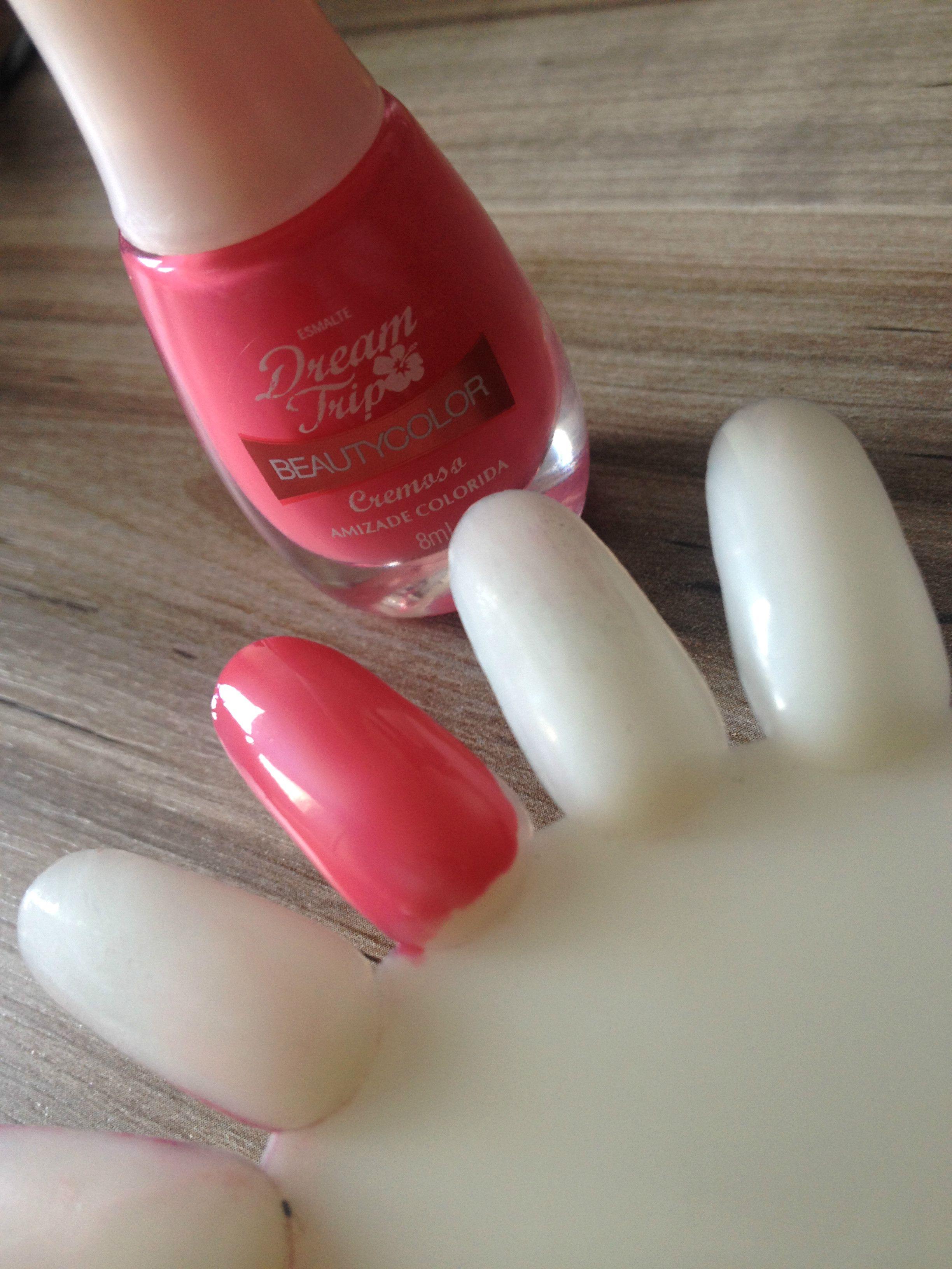 Hoje não teve look do dia no Blog, mas tem esmalte gracinha, faz uma visitinha. ;) http://goo.gl/rLGBSN #esmalte #beautycolor #unhas #nails #nail #unha #resenha #review #dica #beaute #beauty #beautyblogger
