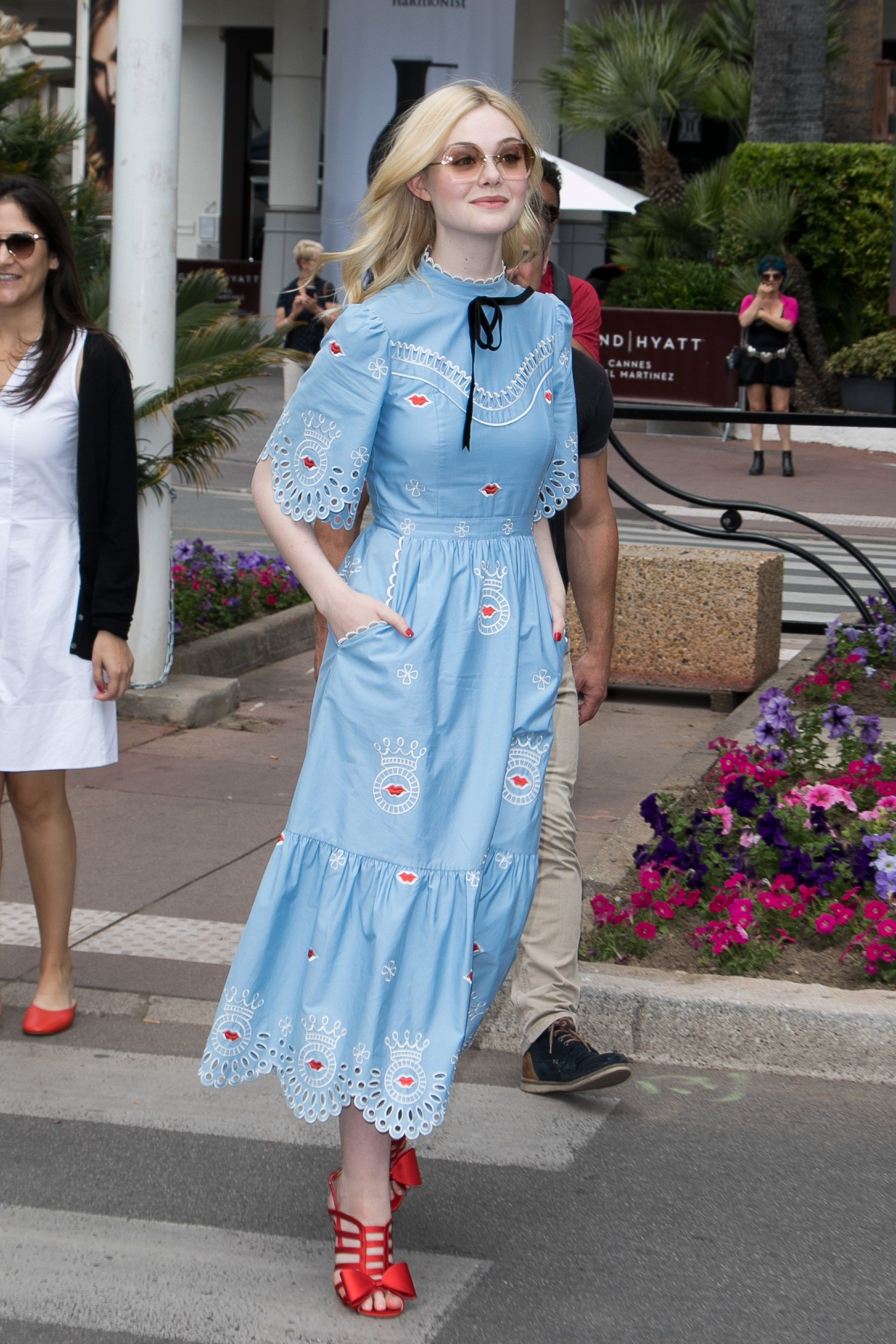 Elle Fanning Looked Like an Actual Disney Princess on the Red Carpet ...