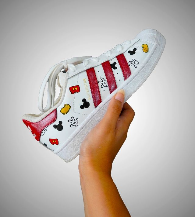 corona moverse localizar  Adidas Superstars x Disney | THE CUSTOM MOVEMENT in 2020 | Custom sneakers  diy, Diy clothes and shoes, Diy sneakers