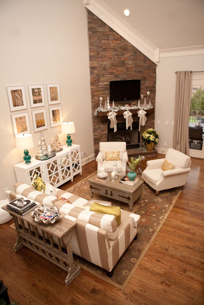 Love this corner brick fireplace with tv above i could for Tv room arrangements