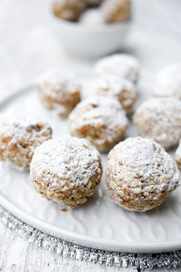 Photo of Healthy cinnamon balls with dates and almonds for the cookie plate