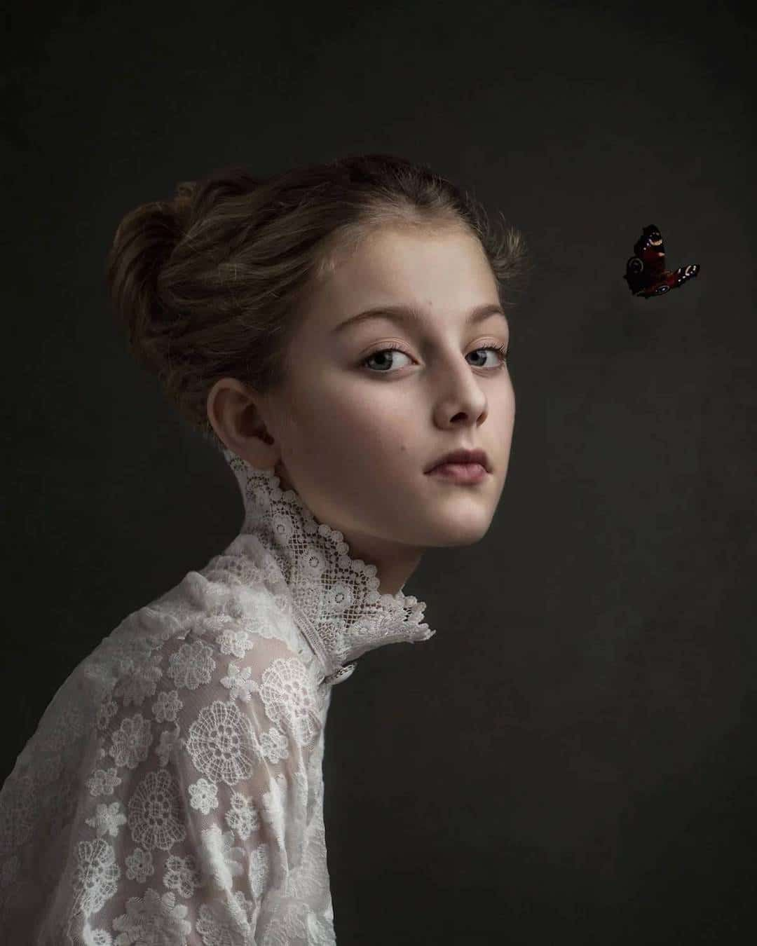 Photographer Shoots Exquisite Portraits To Look Exactly Like Old Masters Oil Paintings Fine Art Portrait Photography Fine Art Portraits Portrait Photography