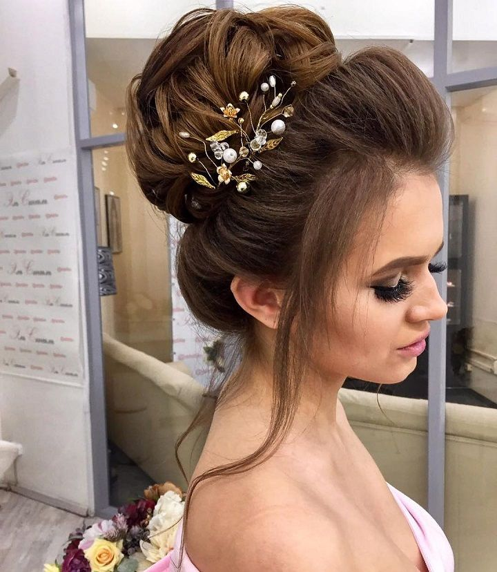 Chic bun hairstyle for straight hair | wedding hairstyles | fabmood.com #weddinghair #wedding #bridalhair #bridalhairstyle #bridalhairstyles #weddinghairstyles #bridalupdo #messyhairupdo #messybun