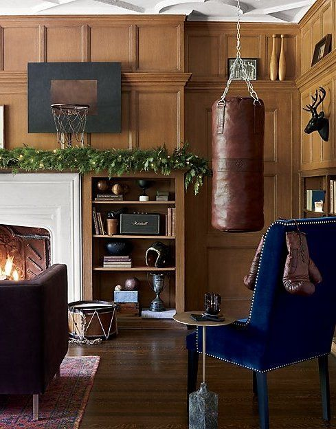 Crafted Of Heavy Duty Cowhide Leather, Punching Bag Holds Up To Years Of  Sparring And Makes A Handsome Display Between Workouts.