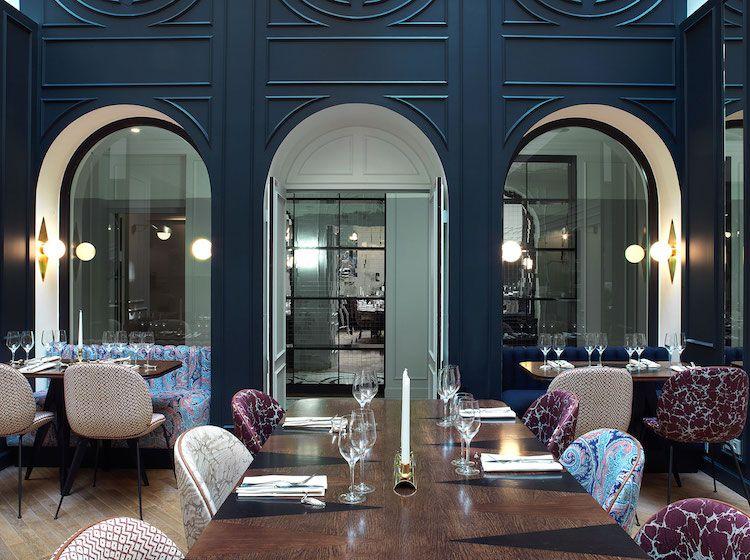 Parisian Hotel Revives The Roaring 20s With Snazzy Art Deco Interiors My Modern Met Interior Deco Deco Decor Hotel Decor