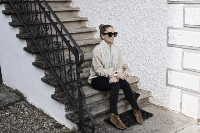 sprinkled knit // Mirjam from www.jeneregretterien.ch is wearing Isable Marant Dicker Boots, Acne Jeans, Celine Trio Bag, & Other Stories knit, Celine Audrey sunnis, & Other Stories speckled scarf