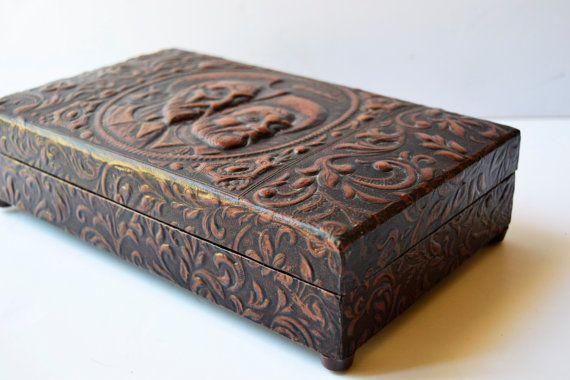 Caja de música cigarrera hecha en madera forrada en por Limbhad, €60.00