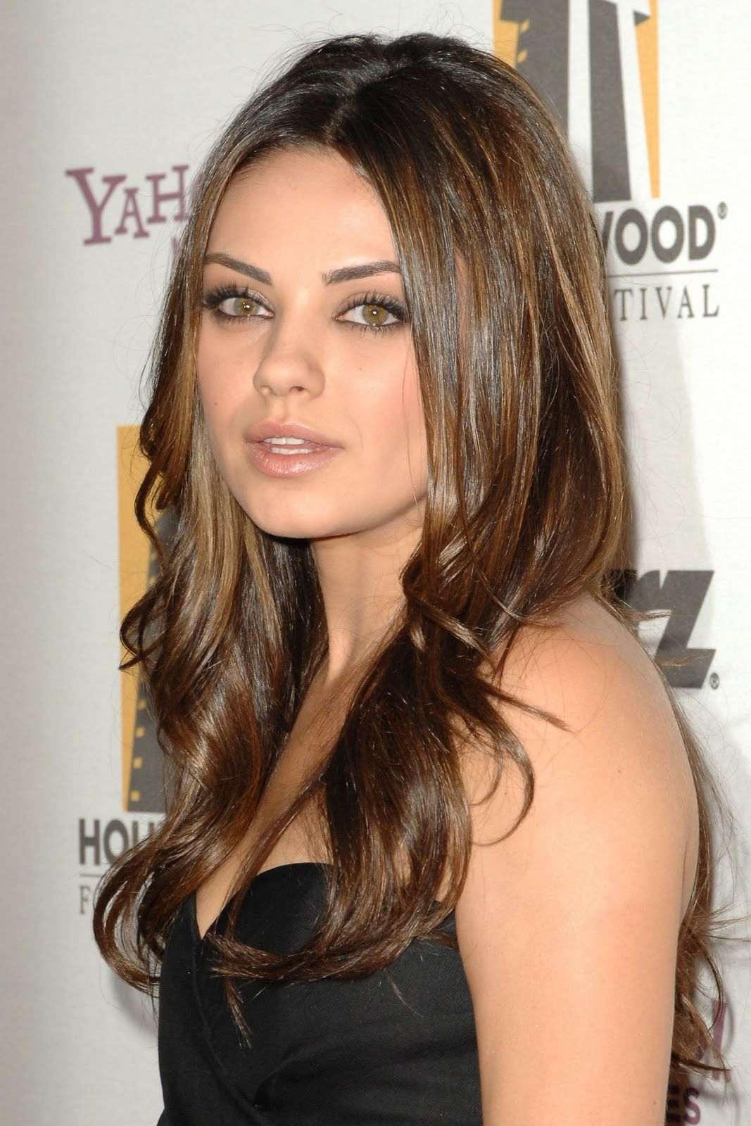 mila kunis hairstyles mila kunis hair 3 best hair styles. Black Bedroom Furniture Sets. Home Design Ideas