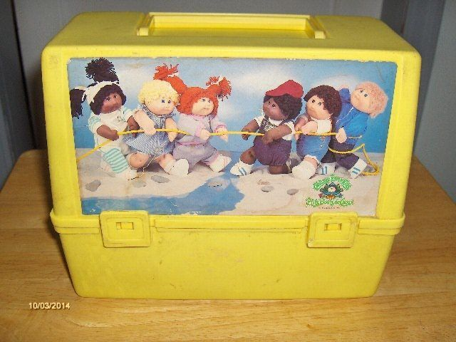 VINTAGE PLASTIC CABBAGE PATCH KIDS LUNCH PAIL YELLOW w/c PLASTIC BLUE THERMOS