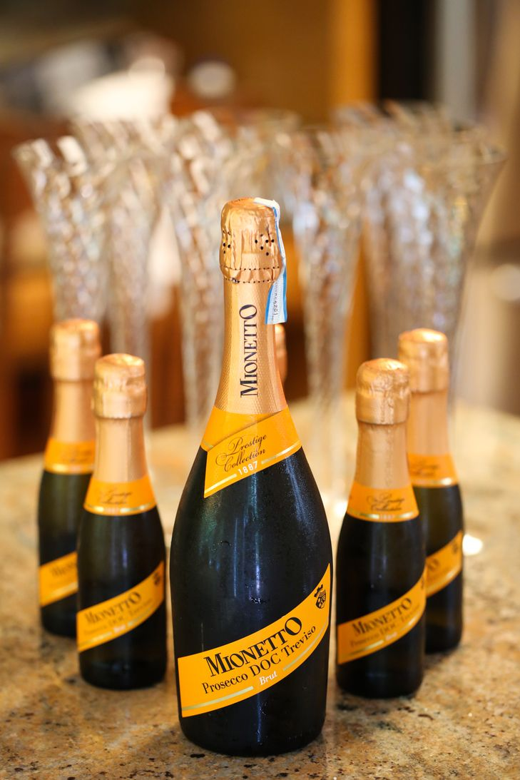 Champagne Split Wedding Favors Dempsey Photography Http Knot Ly