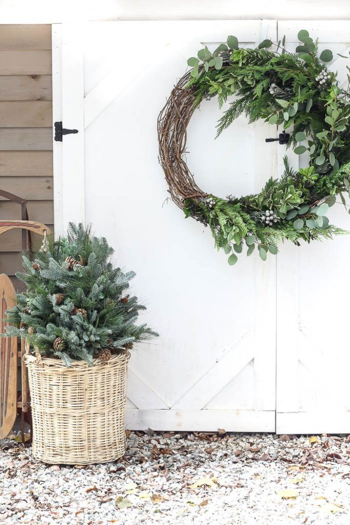 Photo of Asymmetrical Holiday Wreath | DIY holiday wreath. Love this holiday decor! #chri…